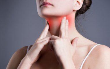 Viêm họng hạt một căn bệnh xảy ra rất phổ biến hiện nay ở mọi đối tượng lứa tuổi. Bệnh thường do vi rút gây nên, tuy nhiên nếu để lâu không chữa trị kịp thời có thể gây ra các biến chứng nguy hiểm. Vậy những triệu chứng viêm họng hạt thường gặp là gì? Cùng chuyên mục cách...